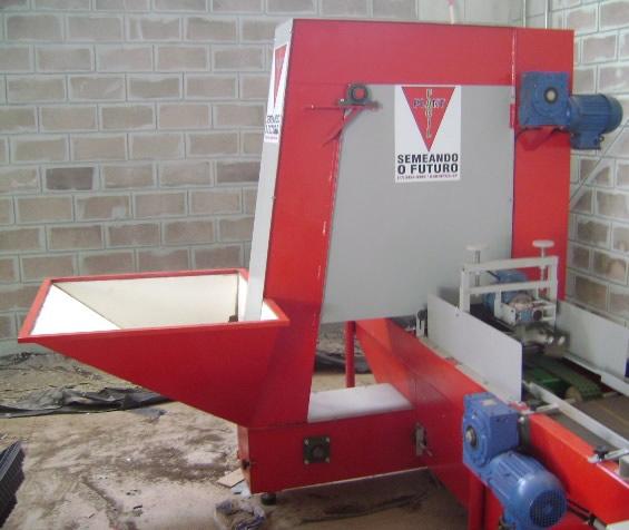 Máquina para encher bandejas